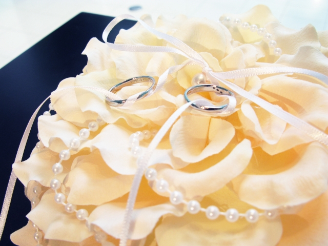 30代に人気の結婚指輪のブランドやデザインは?
