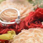 婚約指輪は彼氏が一人で選ぶ?それとも彼女も一緒に選ぶ?