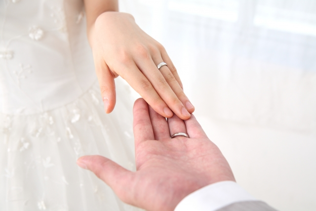 結婚指輪はいつからつけるの?買ったらすぐ?挙式後?
